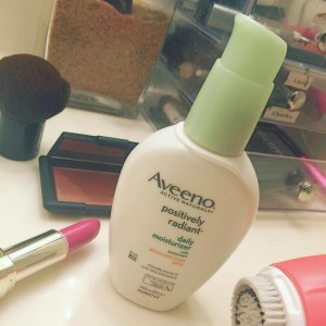 Current skincare fave This Aveeno Positively Radiant Daily Moisturizer SPFhellip