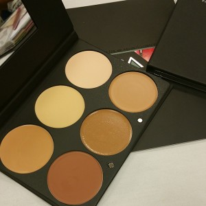 The newly launched @ofracosmetics contouring and highlighting cream foundation palette.…