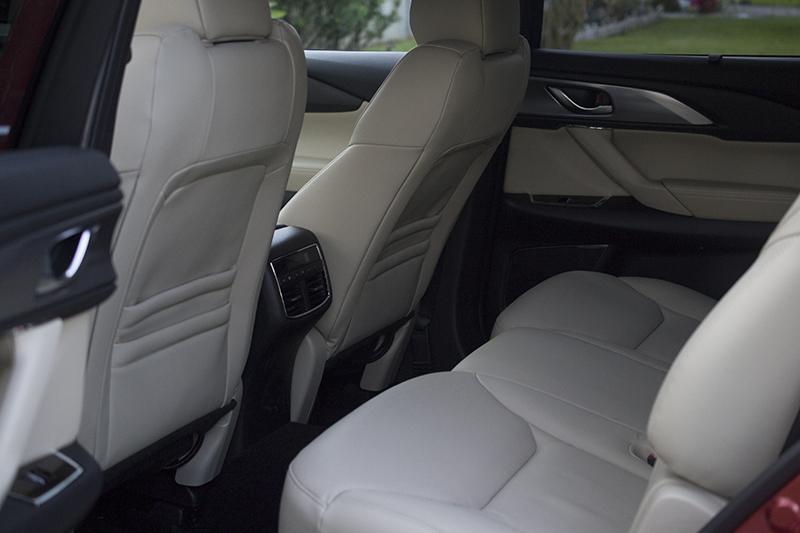 Mazda CX-9 inside